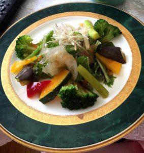 白いきくらげ「白美茸」料理(サラダ)
